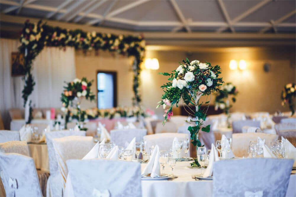Jak urządzić eleganckie przyjęcie weselne?